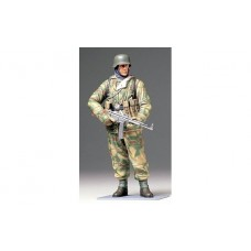 1/16 WWII German Infantryman (Reversible Winter Uniform)